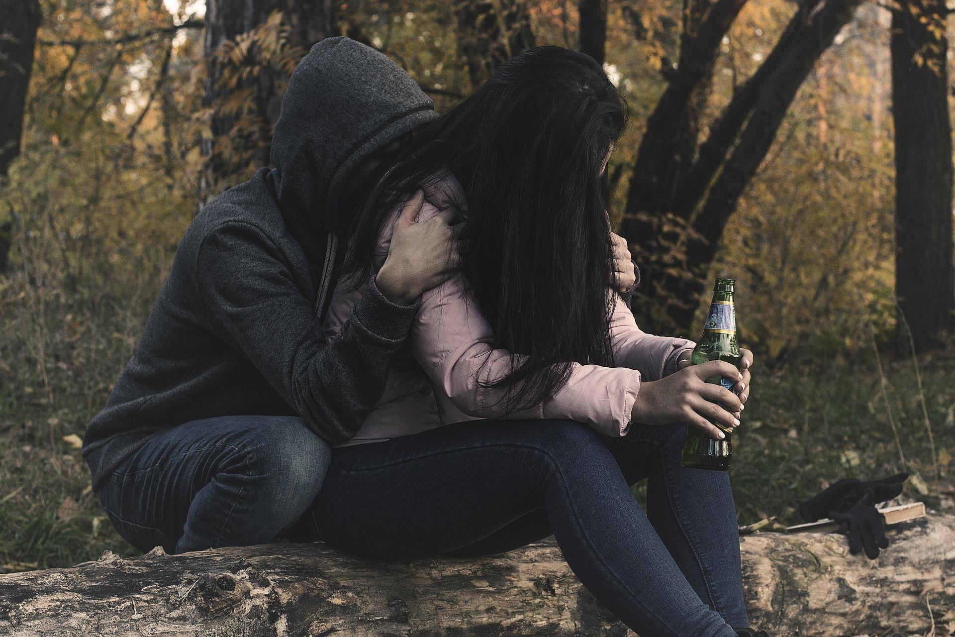 female-alcoholism-2847443_1920